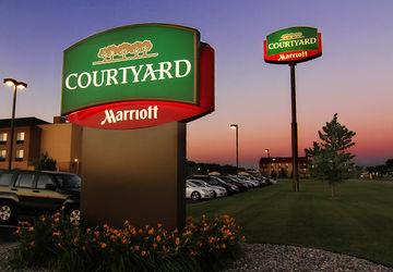 Courtyard marriott moorhead wedding