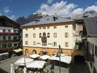 Meuble royal cortina d 39 ampezzo italy for Hotel meuble royal cortina d ampezzo